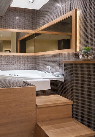 Badezimmer Mosaik Badewanne